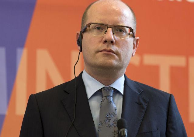 捷克总理称将于本周提请总统解散内阁