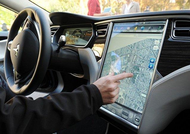 中美黑客糊弄了自动驾驶仪Tesla