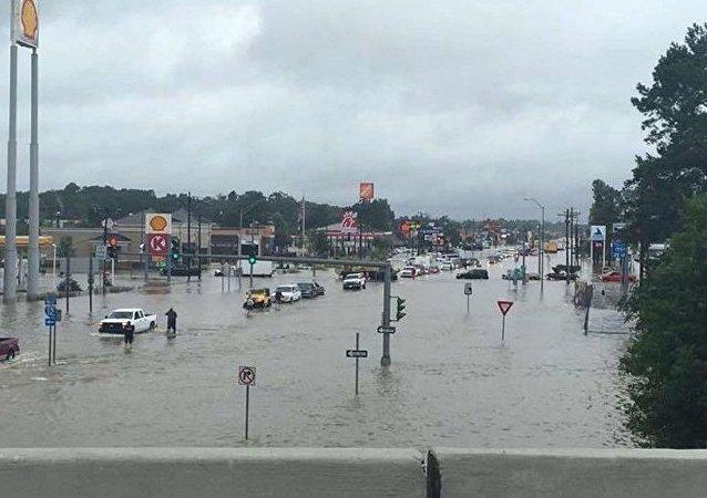 美国德州洪水已致30人丧生