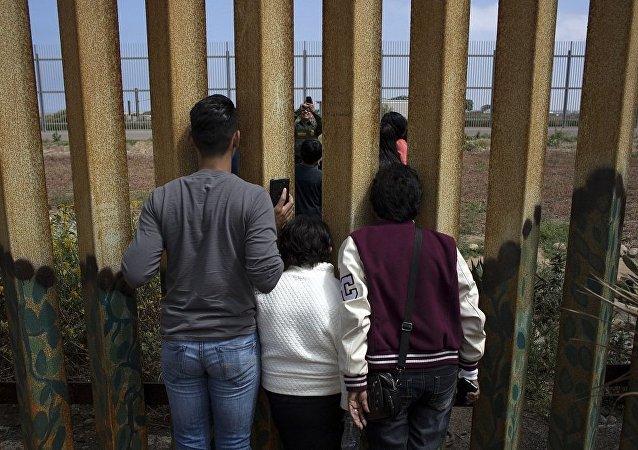 特朗普称已有200家公司有意修建美墨边境围墙