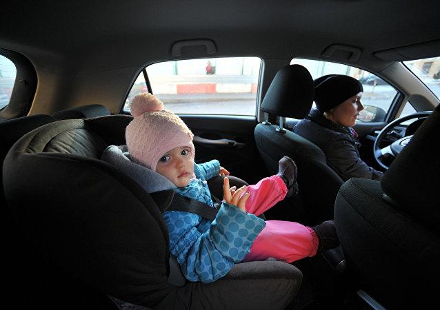 俄部长建议汽车儿童座椅市场严格打假