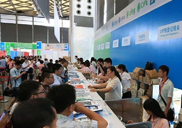消防机器人成为第八届上海石化展亮点