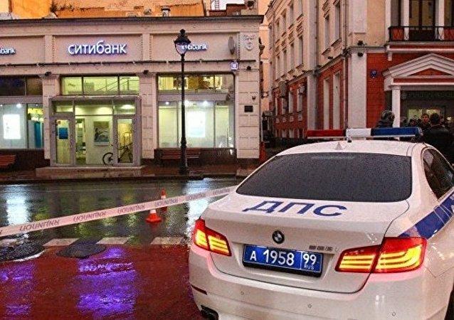 警方:莫斯科市中心被劫持银行网点有2名人质获释