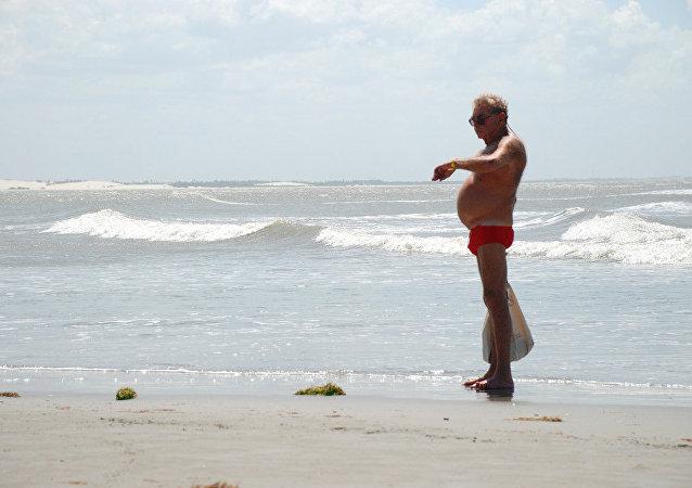 法国禁止肥胖男子穿紧身泳裤