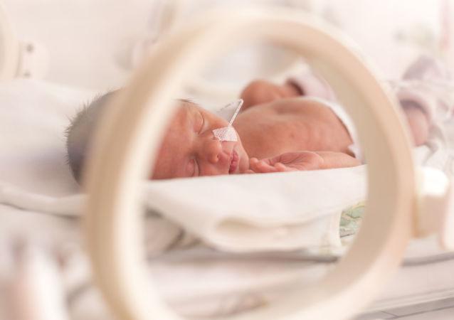 没被发现怀孕的英国女子在阿姆斯特丹跑了7公里后分娩