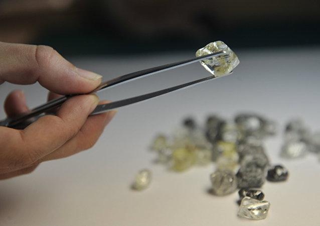 俄埃罗莎公司预计2016年金刚石销售额将增长15%