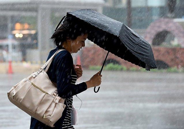 香港发出强台风警告