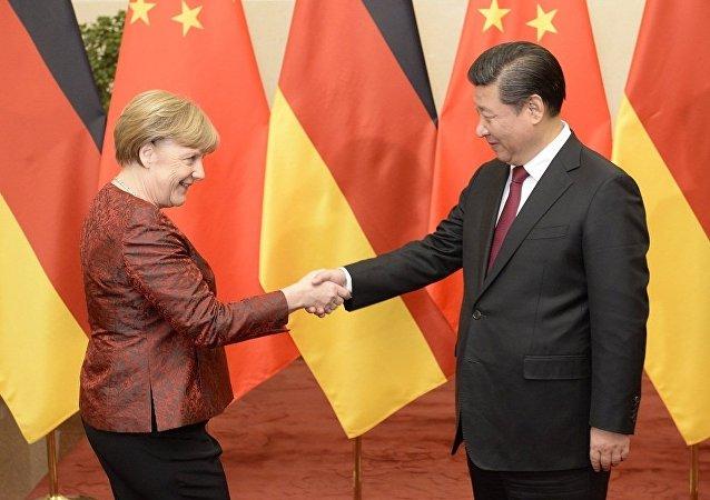 默克尔和习近平呼吁深化中德关系