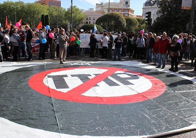 """专家:欧盟在TTIP问题上令美国陷入保护主义并""""望向""""中国"""