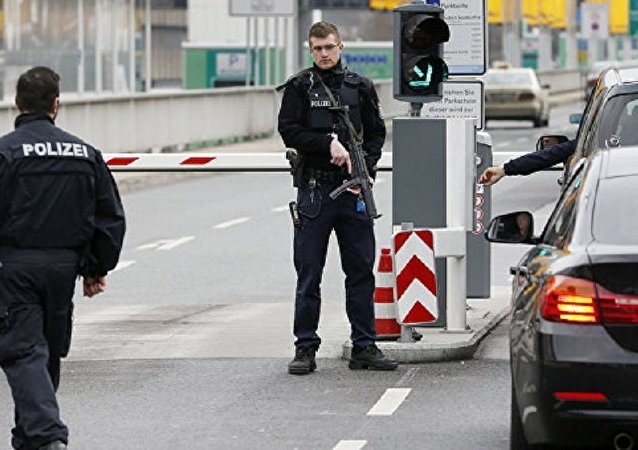 媒体:警方在法兰克福机场拘留一名可疑女乘客