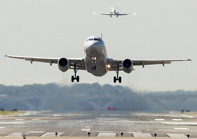 一名乘客因拒绝戴口罩被美航临时禁飞