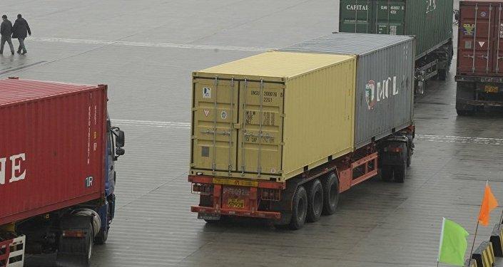 中国海关总署:今年前5个月中俄贸易额同比增长33.7%