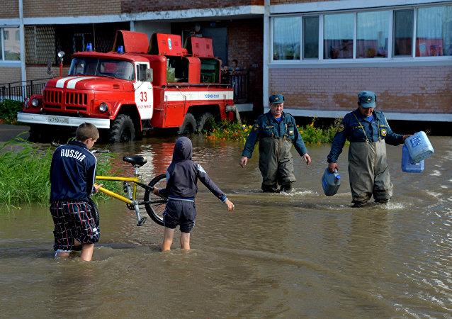 滨海边疆区人为遭遇洪水的同乡灾民募集6吨人道主义援助物资
