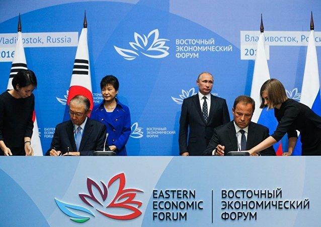 俄韩在两国元首会谈后签署贸易等领域文件