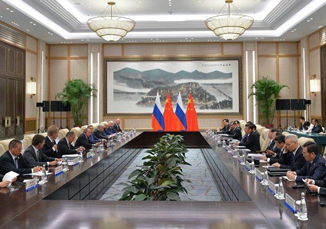 普京:俄中兩國應努力優化雙邊貿易 兩國目前走在正確的道路上
