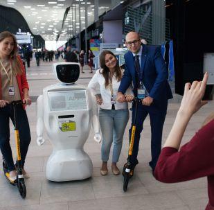 俄符拉迪沃斯托克青少年隊在世界機器人大賽中獲勝