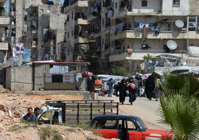 达拉亚镇居民在撤离时丢弃武装分子印制的假护照