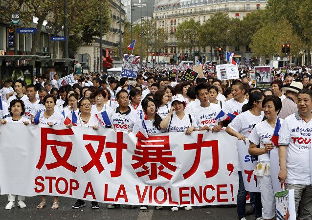 巴黎华侨抗议活动参加者:我们要求各族裔居民都安全