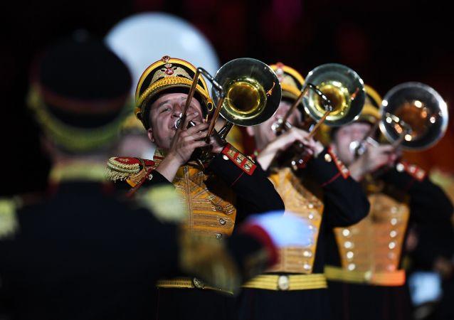 俄东部军区指挥部红旗铜管乐团将参加香港国际军乐汇演