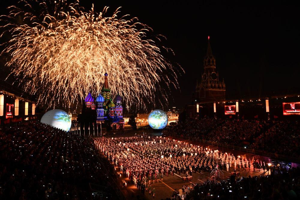 """在莫斯科举行了""""斯巴斯克塔-2016""""国际军乐节"""