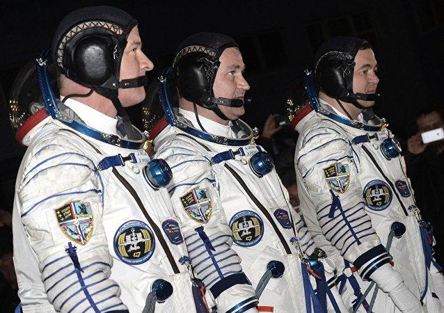 美国国家航空航天局宇航员杰弗里∙威廉姆斯、俄航天集团宇航员阿列克谢·奥夫奇宁和奥列格∙斯克里波齐卡