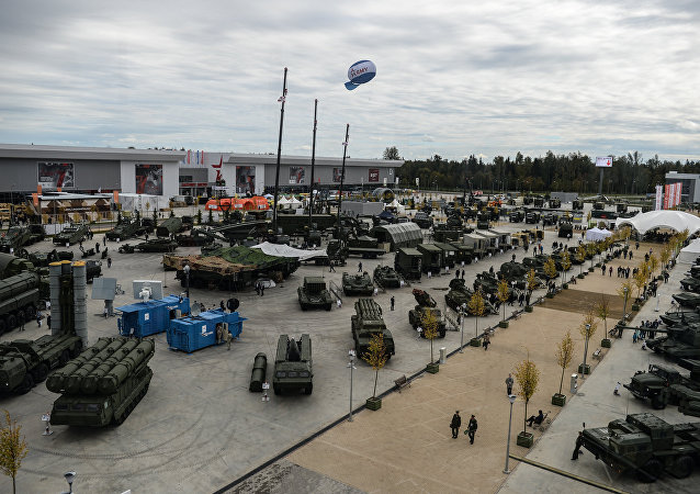 """联合仪器公司在""""军队-2016""""上展示电子战系统"""