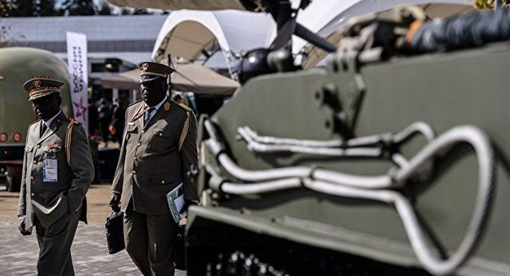 """俄乌拉尔车辆制造厂提议研制在""""阿玛塔""""平台上的防空系统"""