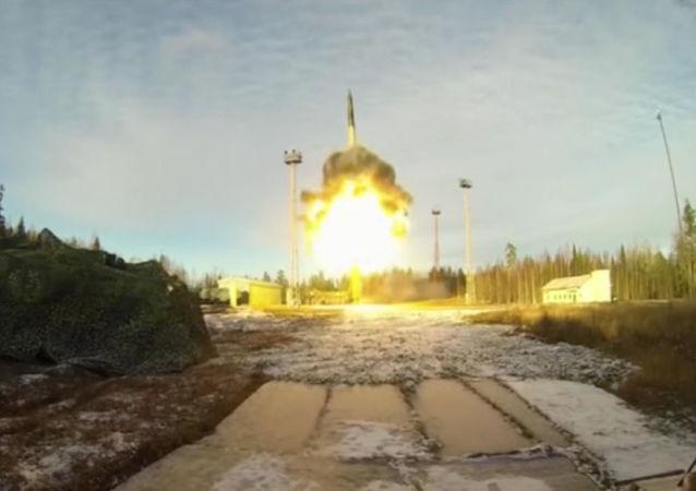 """俄国防部:""""白杨""""型洲际弹道导弹从普列谢茨克发射场成功试射"""