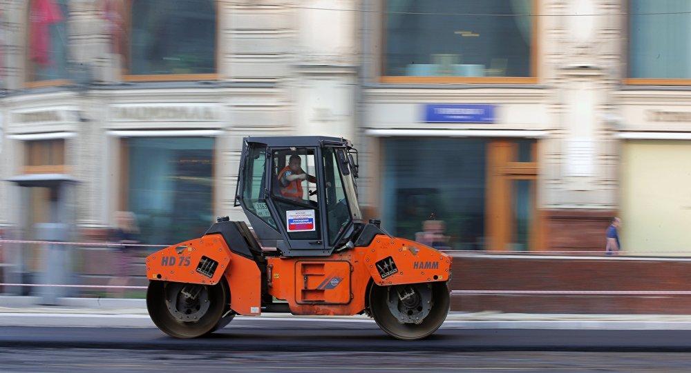 俄大學生發明修路機器人