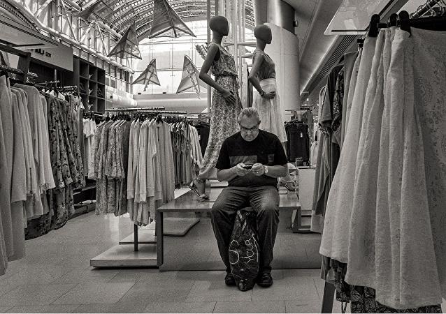 研究:男性一生会花三周时间在商店等另一半
