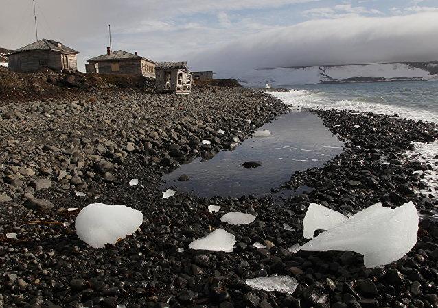俄总统助理:开发北极有助于俄罗斯应对两大挑战