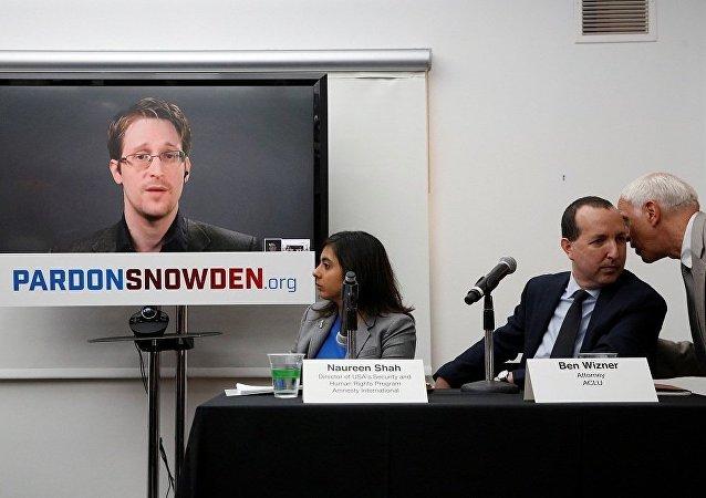 斯诺登建议用胶带粘住个人电脑上的摄像头