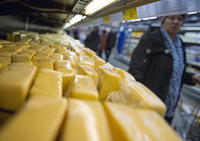 俄总理签署法令确立俄商品在国家采购中优先地位