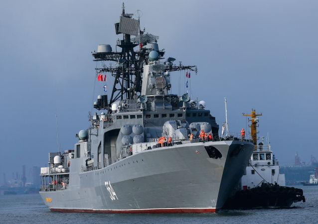 俄中军人在海上联合演习中完成防空任务