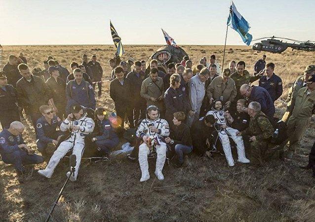 俄罗斯宇航员升空前均遵守加加林留下的传统