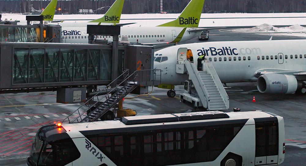 波罗的海航空公司飞机因起落架问题紧急迫降