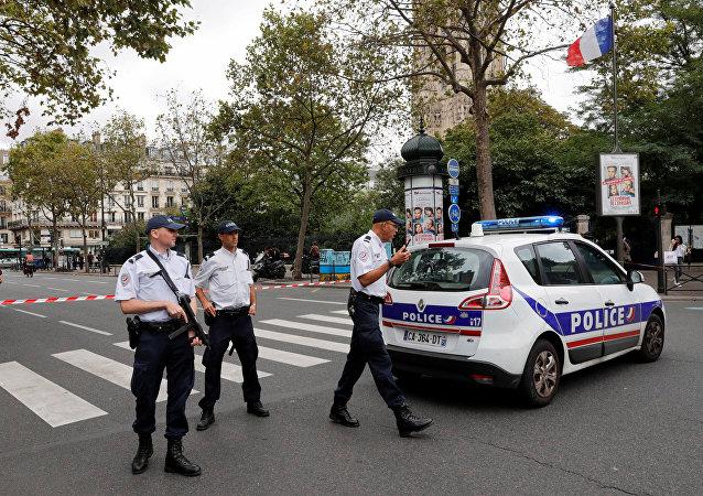 警察在巴黎商业区