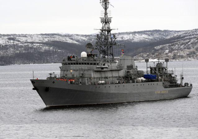 """""""尤里·伊万诺夫号""""侦查艇在北德文斯克"""