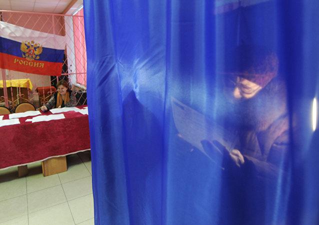 俄中部地区国家杜马选举投票点开放