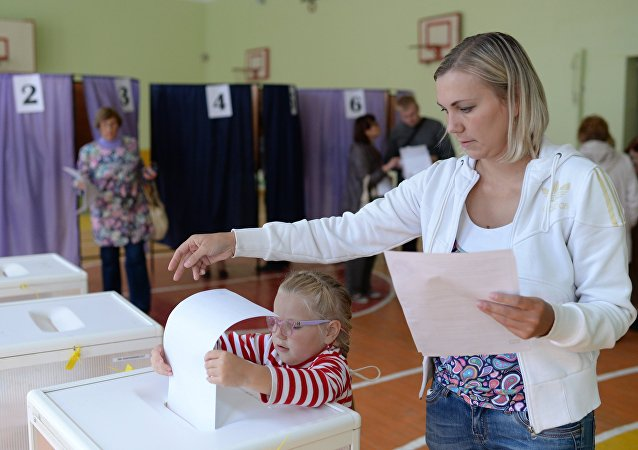 俄选委:克里米亚投票点开放 气氛平静