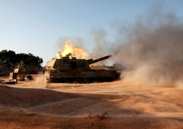 新闻官: 利比亚军队向油港发起反攻