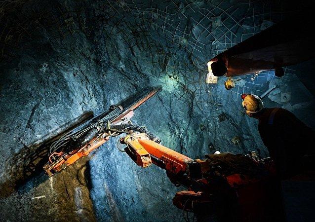 俄紧急情况部:俄罗斯将研制出可在煤矿搜救受害者的勘察员机器人