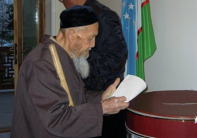 乌兹别克斯坦议会选举投票