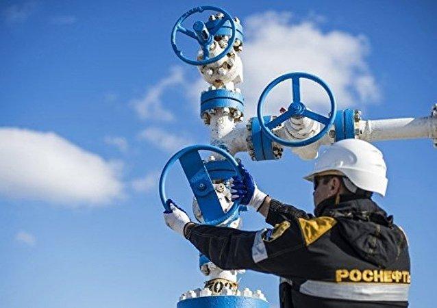 俄石油和SOCAR Turkey Enerji签署供应原料的合作协议