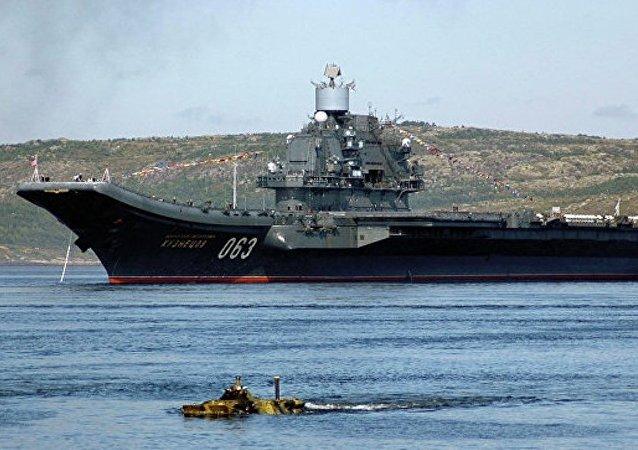 """""""库兹涅佐夫海军上将""""号航母往返叙期间50多艘北约军舰伴行"""