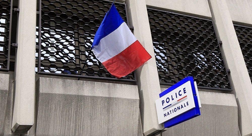 法国内政部:巴黎轿车冲撞警车事件系蓄意袭击 司机持有武器