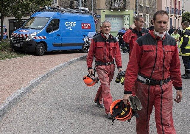 法国一所大学医学系大楼发生火灾近两千人被迫疏散