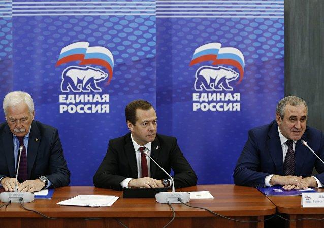 俄总理:经济增长、国民福祉、社会支持是统俄党关注焦点