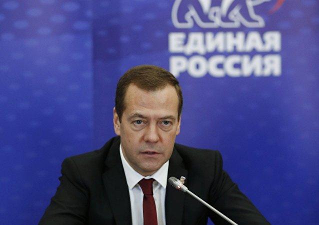 俄总理:统俄党将推选新面孔进入俄联邦委员会