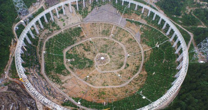 世界最大球面射电望远镜(FAST)在中国投入使用